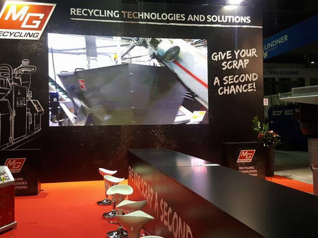 native studio grafica mg recycling stand ecomondo 2017-3